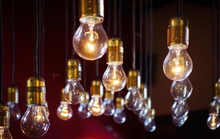 light-bulbs-918581_1920