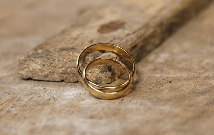 m_wedding-rings-575058_1920