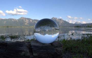 mm_glass-ball-1539405_1920