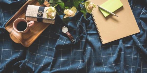 ノートと財布とコーヒー