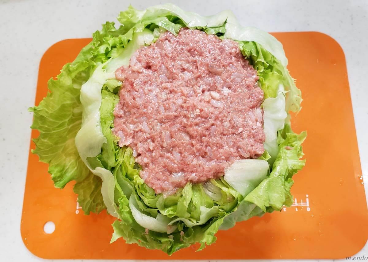 レタスの肉詰めが終わったところ