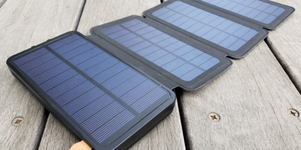 モバイルバッテリー ソーラーチャージャーを開いたところ