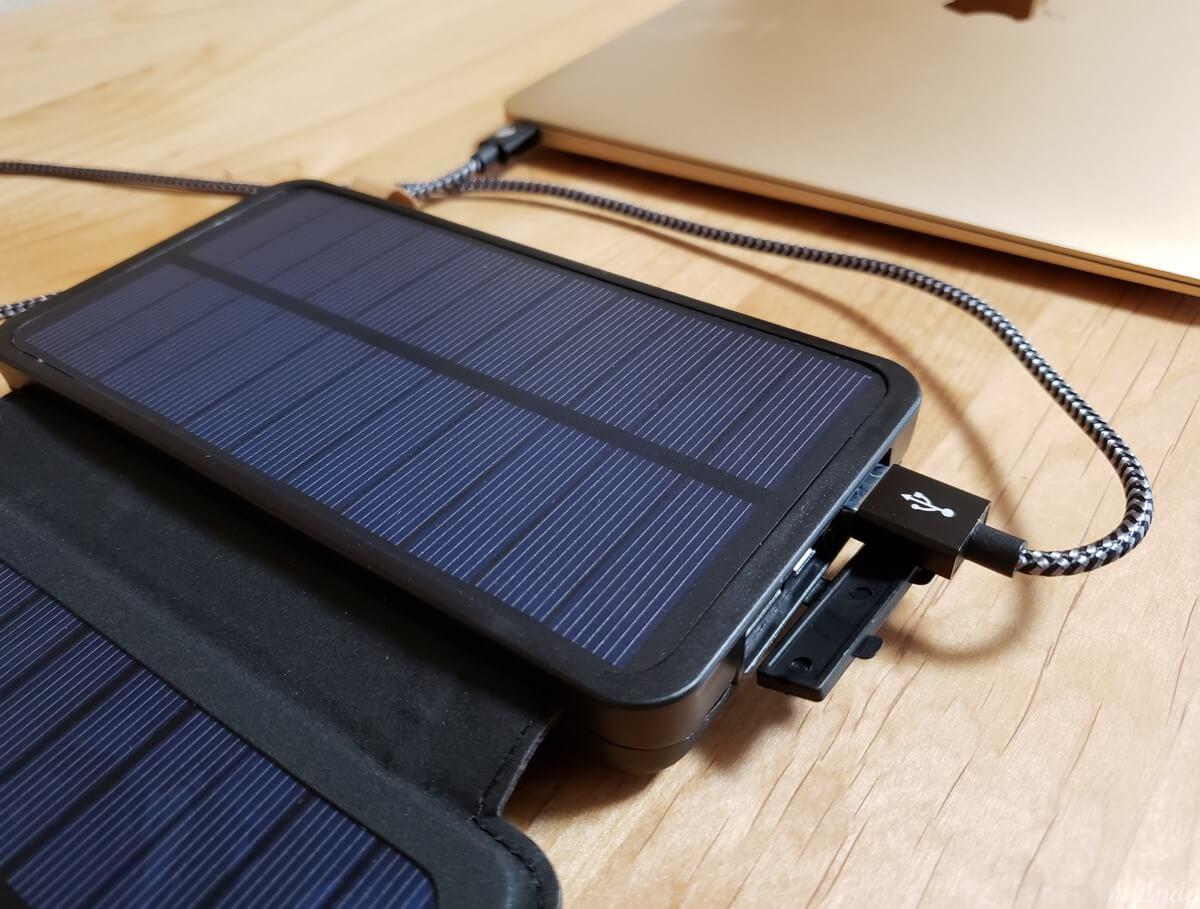 モバイルバッテリー ソーラーチャージャーのPCへの充電