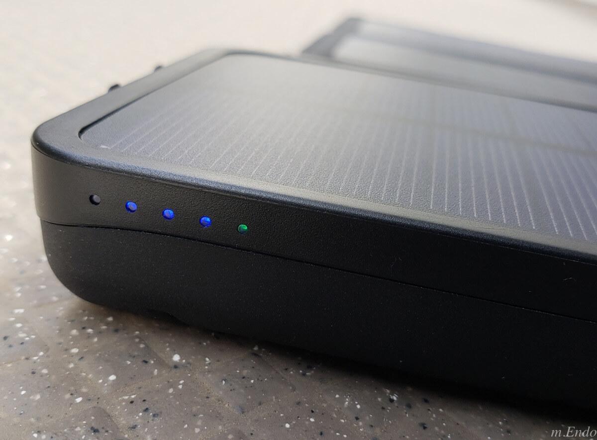 モバイルバッテリー ソーラーチャージャーの電量残量表示ライト