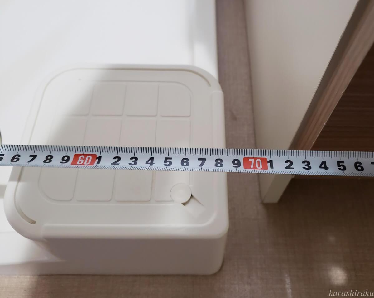 洗濯機置き場をメジャーで計測