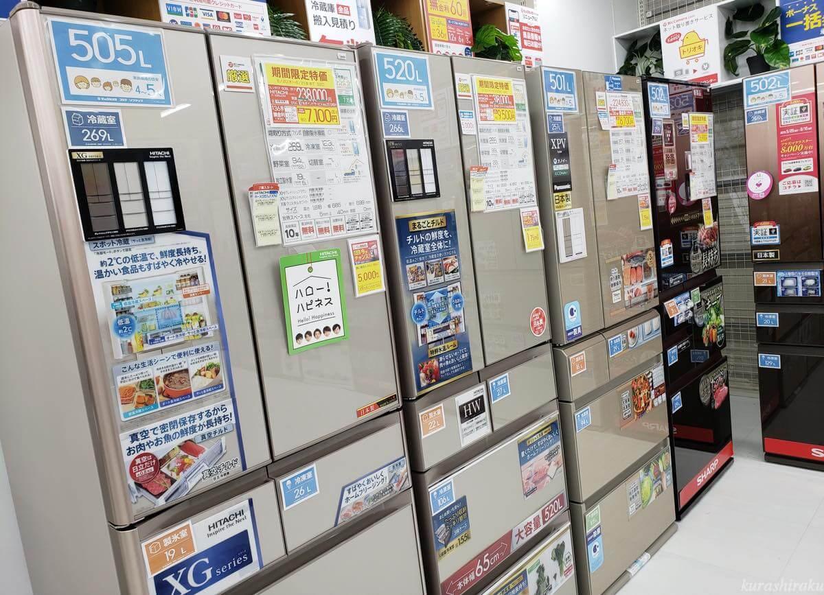 家電量販店に並ぶ冷蔵庫