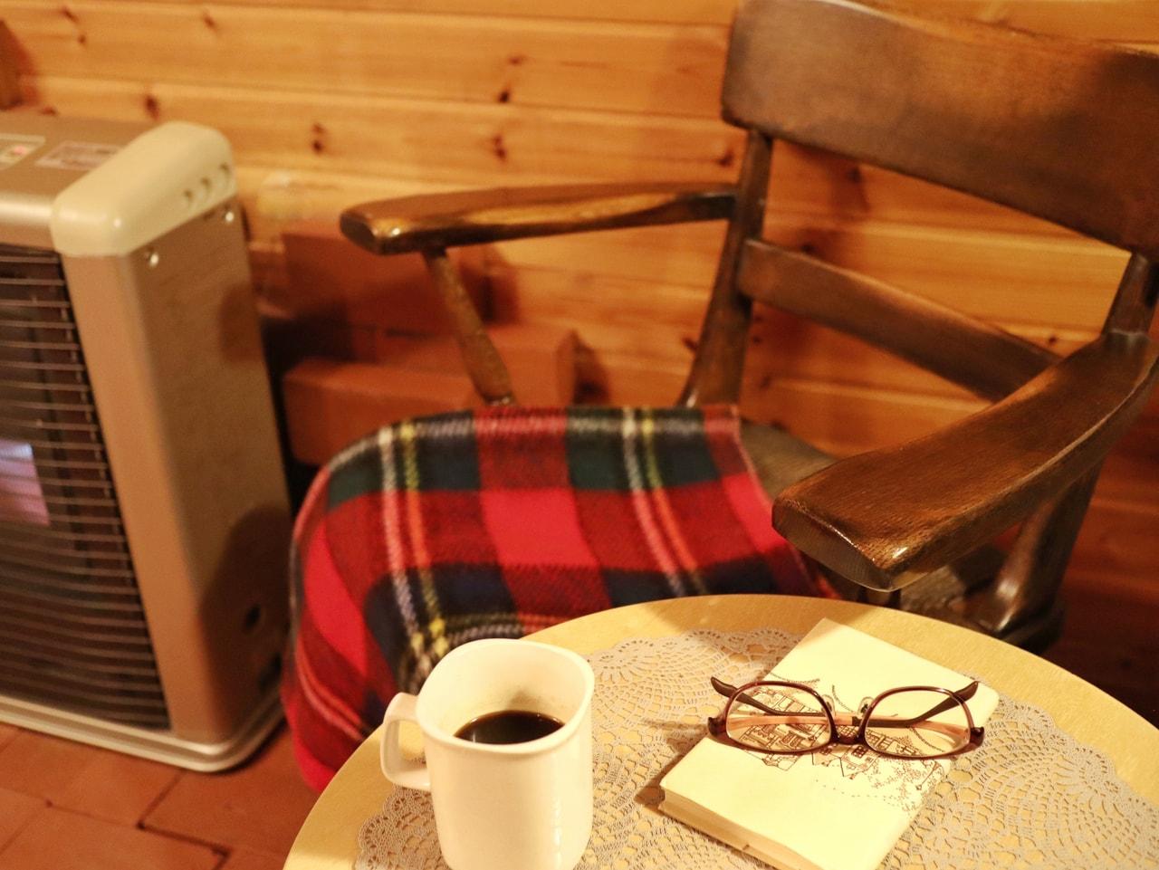 暖炉と椅子